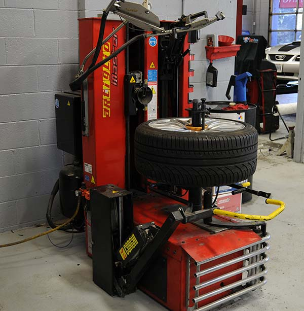 wheel mounting machine